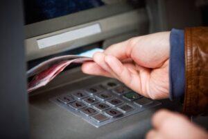 Как снять деньги со счета фирмы?